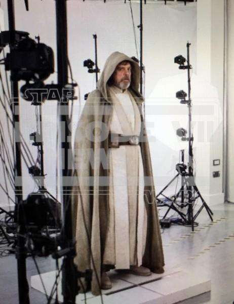 luke-skywalker-star-wars-force-awakens-leak-462x600