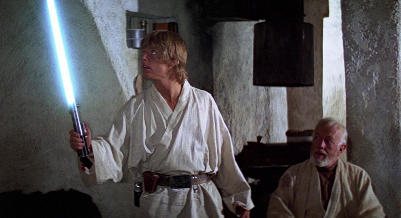 Luke Skywalker (Mark Hamill) and Ben Kenobi (Alec Guinness).